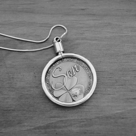 Gift from my mom for my 21st Presents Chain 21st Birthday! Best Mom Ever Luckycoin Selective Focus Party Time Macro Photography Upclose  Monochrome Photography