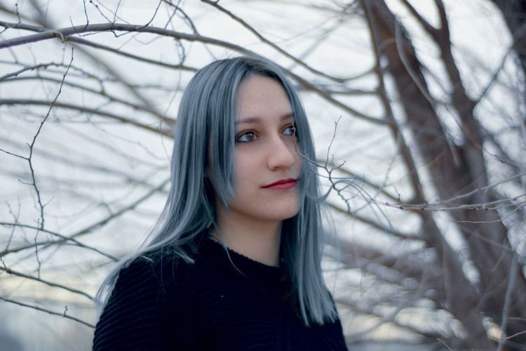 Modelo: Sofía Chasco One Person Portrait Tree Front View Long Hair Only Women Forest BlueHair Tumblr Nikon Nikonphotography Nikontop NikonD3300📷 50 Mm 50mmf1.8 Nikonphotographers Retratos Urbanos Retrato GrungeStyle Young Adult Beauty One Woman Only Young Women Nature Day First Eyeem Photo