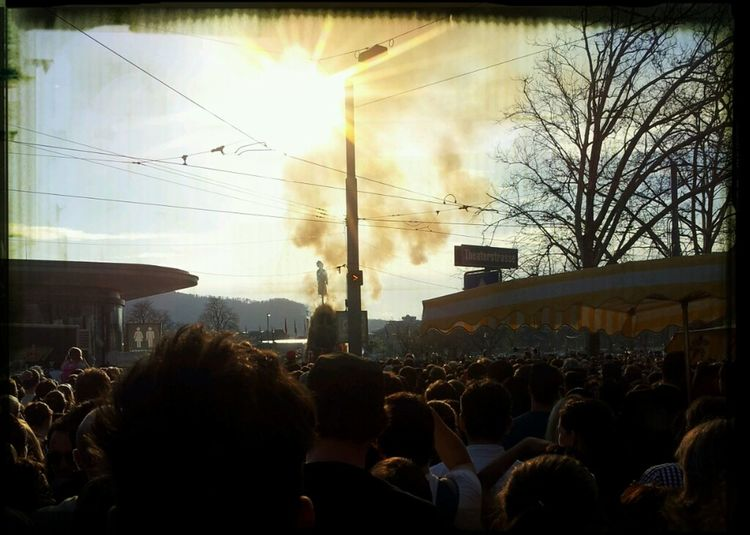 waiting for the böögg is burning down..too many people!