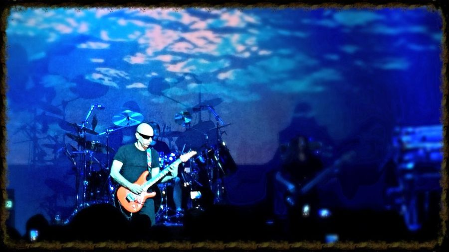 Joe Satriani him self!!! Enjoying Life Rock N' Roll  Concerts Hello World