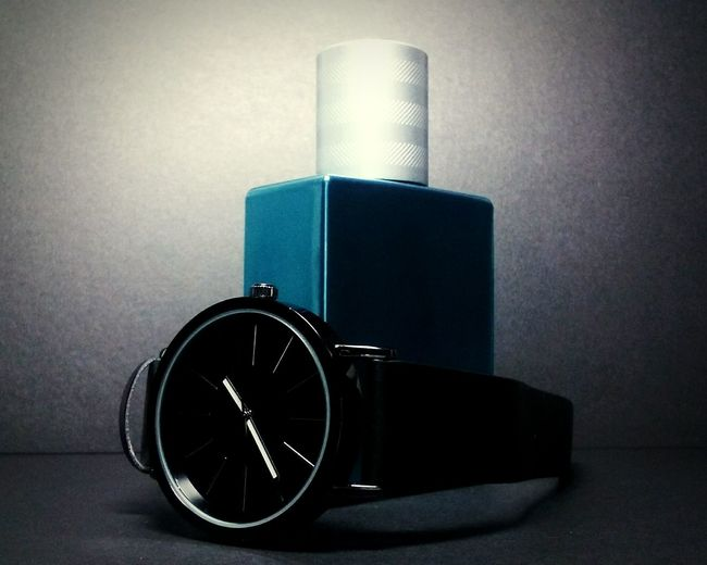 Love these colors!! * 📷 * Gray Background Close-up Wristwatch Blackwatch Love Photography Awesome Colors