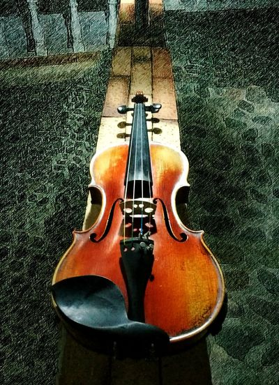 Musical Instrument String Musical Instrument Music Arts Culture And Entertainment Indoors  String Instrument No People Close-up Violin Violinist Music Musician P9leica P9 Huawei P9 Night