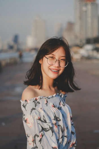 Young Women Portrait Eyeglasses  Smiling Beauty Beautiful Woman Happiness Beautiful People Females City