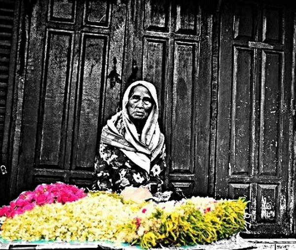 Edisi grandmom part 2 Streetphotography Candid Photography Photography_bw Trip Photo