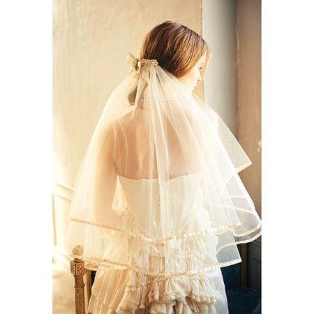 特別な特別なベール❣ 3種類のヘッドアクセサリーを選べる上に、トリミングテープはなんとハンドステッチ〜♫ セミオーダーメードのバックシャンビューティーなベールです(⌒_⌒) ドレスはアンティーク感あるビジュアル要素満載なデザインです。 Cliomariage Weddingdress Dress ドレス カラードレス クリオマリアージュ ウェディングドレス タキシード Wedding ウェディング 結婚式 結婚式準備 Accessory アクセサリー ギフト Fashion ファッション 東京 渋谷 Japan 撮影