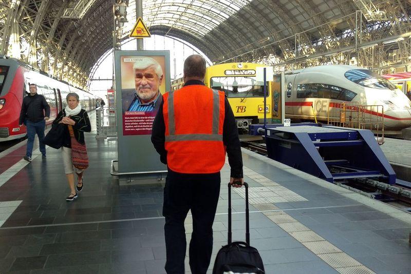 Happy weekend... Public Transportation EyeEm Deutschland Hello World EyeEm Best Shots - The Streets Mittelhessen-Express HTCOneM9 HTC_photography Taunus Bahn ıce