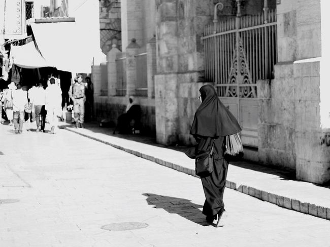 Live Love Shop Jerusalem Street Photography Shopping ♡ Shop People Woman Black And White Street Monochrome Photography