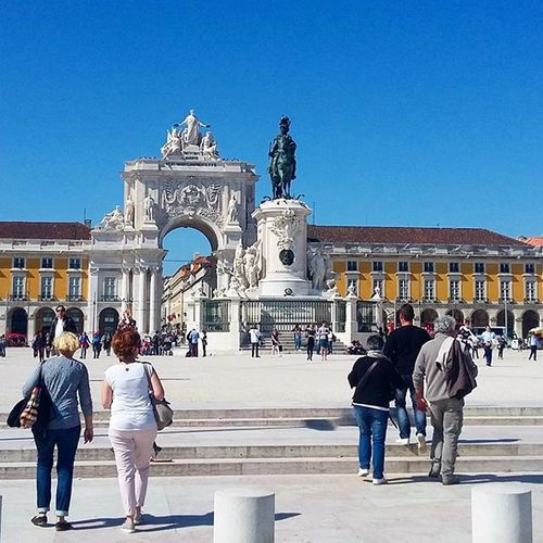 Pracadocomercio Pracadocomercio Portugal Lisbonne Lisboa Fromlisbonwithlove Sunnyday Sunshine Bluesky Placeducommerce Portugallovers Holidays Vacances Enjoying Enjoyingholidays