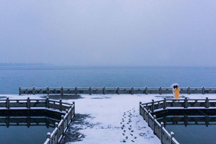 Snowing lake