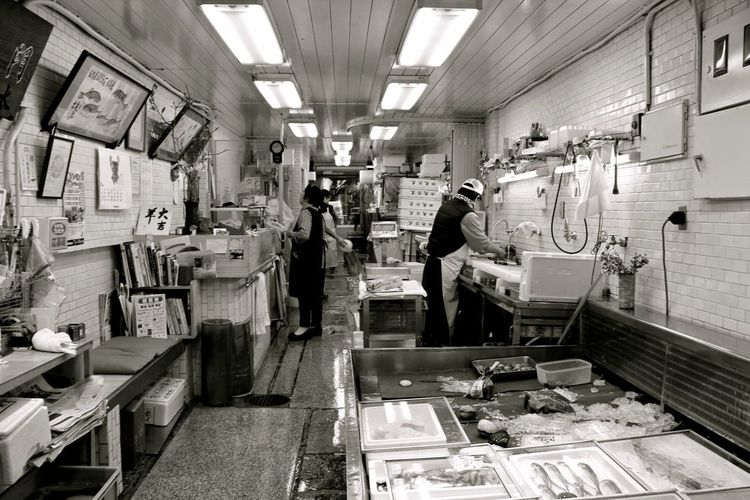 Fish Market Fish Monger Nishiki Market  Seafood Market Market Stall Urban Exploration Urban Life Streetphotography Streetphoto_bw Black And White Black And White Photography Monochrome Photography From My Point Of View Seeing The Sights Urban Photography Kyoto Japan Japanese Culture
