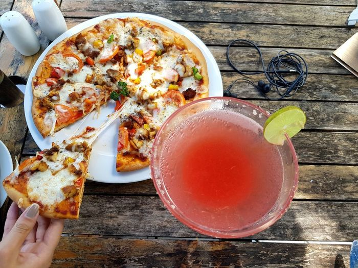 Pizza Relaxing Poolbar Dayoff Red Drink Plate SLICE Nadir Maldives Pool