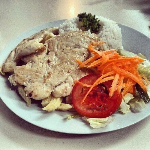 Pechuga a la Plancha con papas y ensalada para aplacar la conciencia | Foodporn PeruvianCuisine SanBorja Almuerzo LunchTime Peru