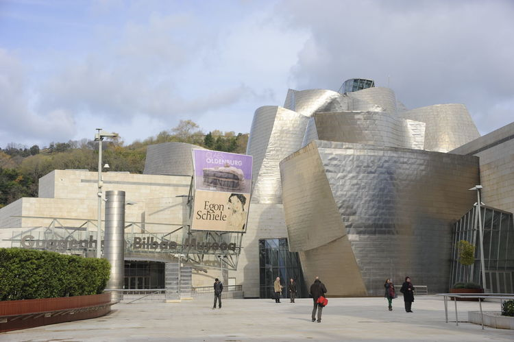 Enter Adult Architecture Architecture Architecture_collection Bilbao Building Exterior Built Structure City Day Frank Gehry Gehry Guggenheim Guggenheim Bilbao Large Group Of People Modern Modern Modern Architecture Modern Art Outdoors People Sky SPAIN Spain ✈️🇪🇸 Spain♥