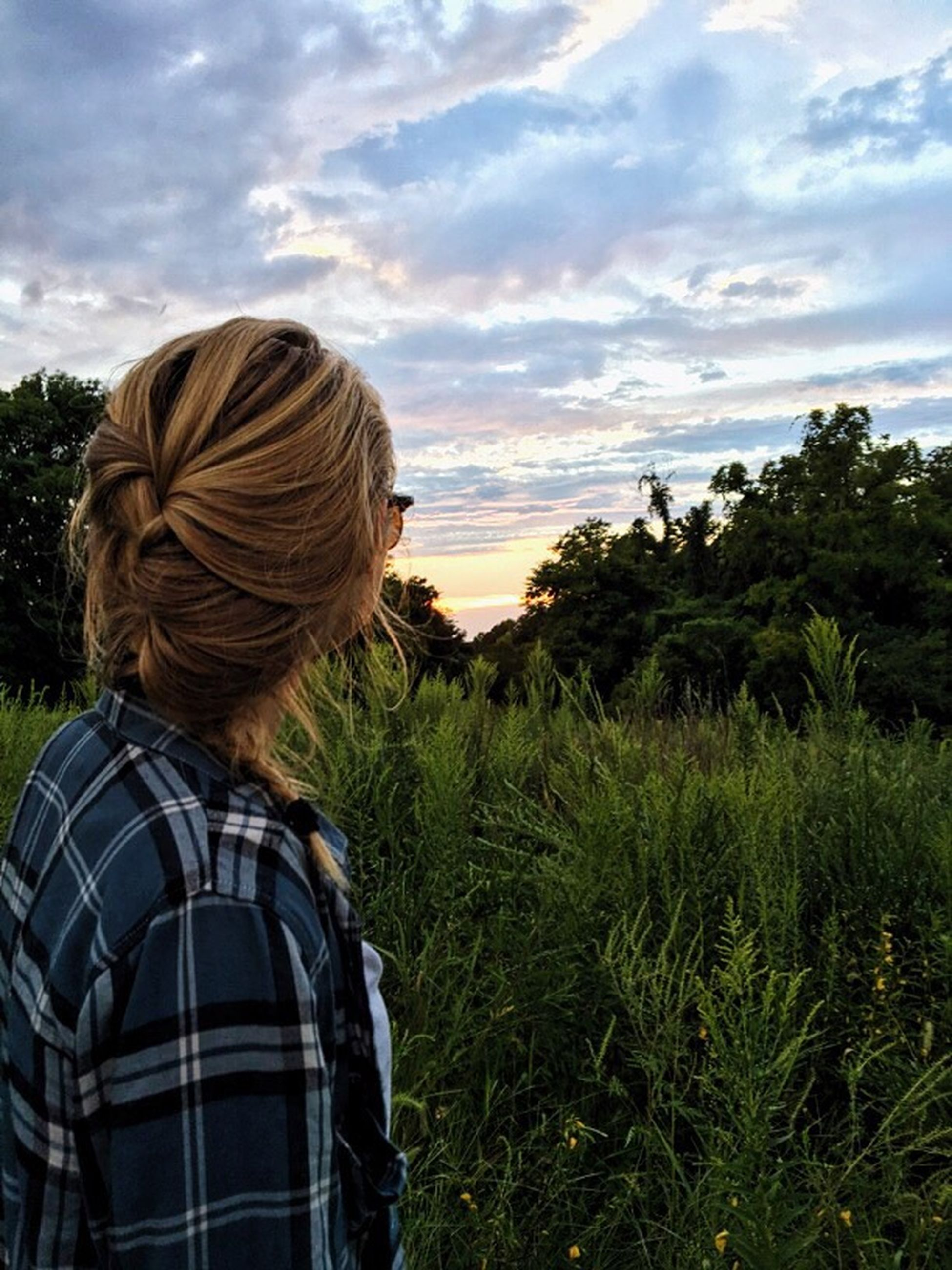 rear view, leisure activity, lifestyles, sky, person, tree, green color, cloud - sky, headshot, standing, casual clothing, beauty in nature, tourist, scenics, tranquility, vacations, tranquil scene, tourism, plant, nature, remote, growth, outdoors, mountain, human hair