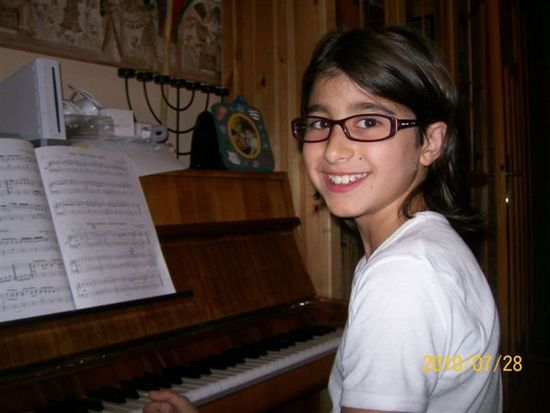 Child Childhood Glasses Learning To Play Piano Online Music Musician Piano Piano Time Pianos Piano🎶 Playing Piano Smile Smile :) Smile ✌ Smiling