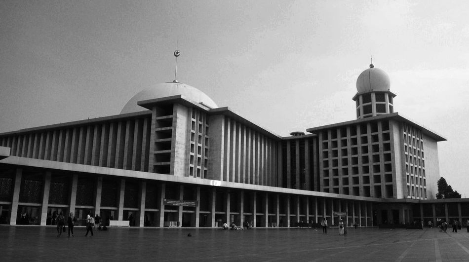 Masjid Istiqlal Architecture Built Structure Building Exterior Dome Travel Destinations Outdoors Day Sky Large Group Of People City People