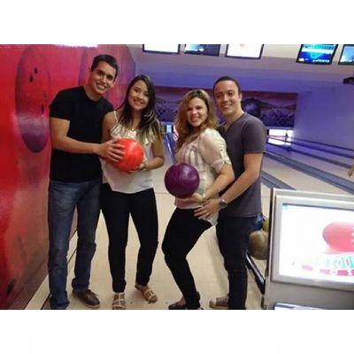 Vitória das mulheres! Boliche Strike Bowlingnight Bowlingball bowling friends fun
