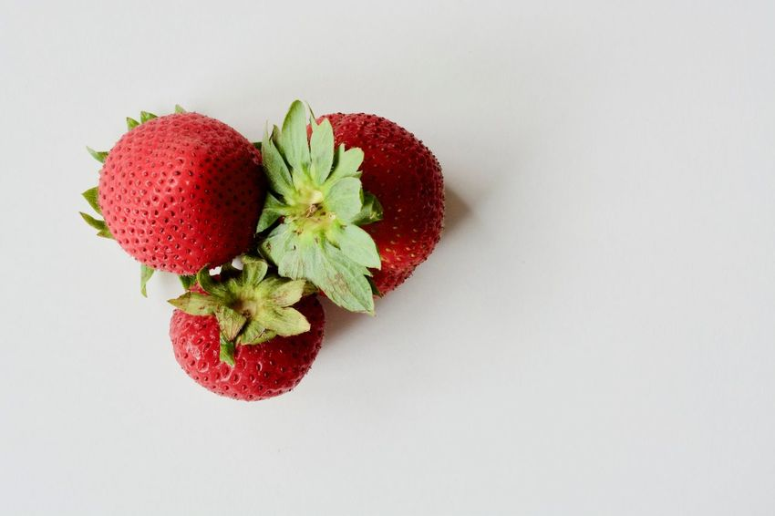 Fruit Healthy Eating Red Food And Drink Healthy Lifestyle Food Freshness No People Agriculture Leaf Nature Close-up White Background Indoors  Day Dieting Ready-to-eat Sweet Food Eating Nature Indoors  Food And Drink Red Strawberries
