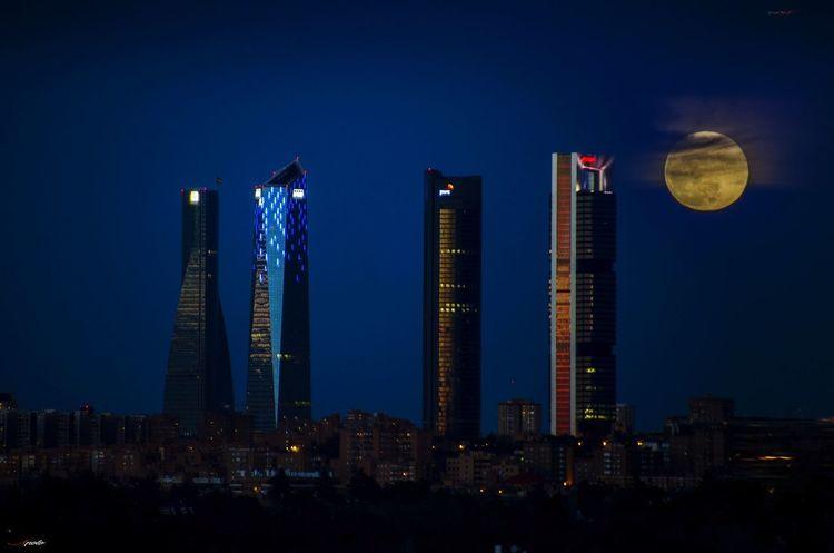 Luna llena sobre Madriz #madrid #madrid #callejeando City Cityscape Urban Skyline Illuminated Skyscraper Moon Blue Sky Architecture Building Exterior Full Moon Planetary Moon Tower