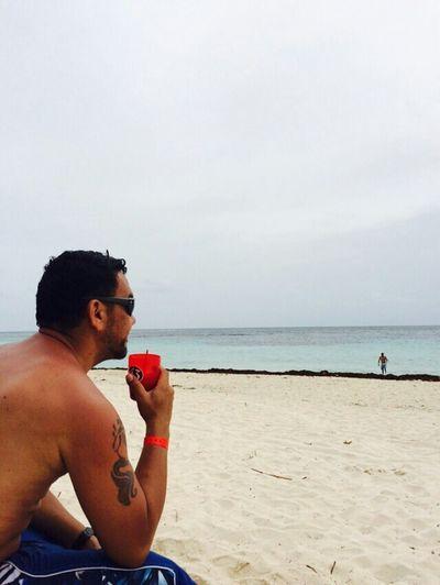 Relaxing That's Me Me Life Is A Beach Disfrutando De La Vida La Vida En La Playa Enjoy Life Original Photo Latino Drinks
