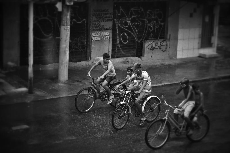Paseio de bicicleta na chuva How's The Weather Today? Belempara