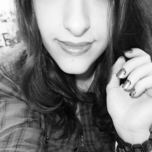 Hello tout le monde ! Vous avez-fait quoi aujourd'hui ? :) moi rien xD Feignasse Myself Blackandwhite Nails makeup smile