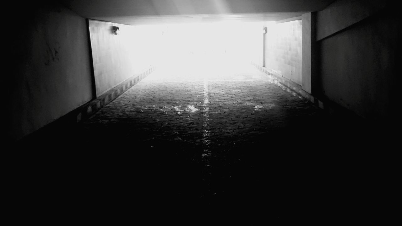 indoors, the way forward, empty, light at the end of the tunnel, architecture, built structure, no people, illuminated, day