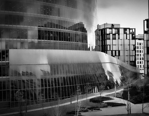Bilbao,a cada visita me sorprendes con nuevos rincones. No cesas en tu transformación. Tan enorme y rápida que llego a sentirme turista en mi propia ciudad. Bilbaoclick Bilbao Bilbao Bilbaolovers Verybilbao Bilbaophotomobile Bilbaocity Bilbografias Bilbo Bilbosoul Bilbaostyle Igersbilbao Bnw Bnw_life Bnw_captures Bnw_society Arquitectura Architecture City Gothambilbao Instagram Instapic Photography