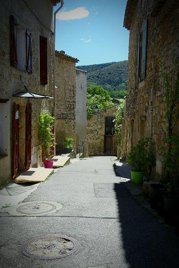Ruelle Rue Lanterne Building Exterior Village Built Structure Architecture