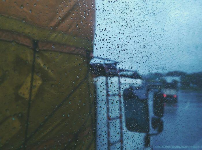 往台北拍攝的路上,又遇到颱風。考慮轉型專拍颱風。 Taipei,Taiwan