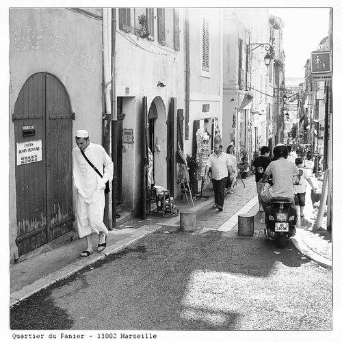 Old Shoot - Marseille Street - ces citoyens Musulmans dont la France ne veut pas ... La France n'est plus blanche et Chrétienne, elle change et il faut arrêter de se torturé car c'est une réalité ! ;-)