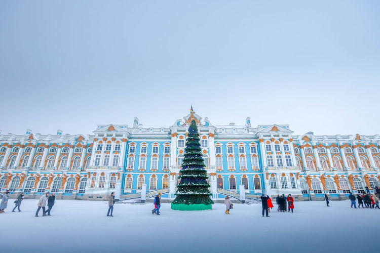 Architecture Building Exterior Built Structure Travel Destinations Sky Travel Tourism Real People City The Past Nature Group Of People Copy Space History Day Building Clear Sky Incidental People Men Large Group Of People Outdoors Architectural Column Russia Summer Palace Snow