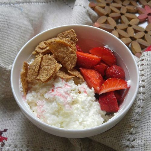 Breakfast Food And Drink Indoors  Bowl Healthy Eating Food No People Freshness Plate Close-up Ready-to-eat Day Cereal Cottage Cheese Strawberry Wholegrain