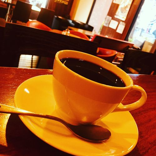 おはようございます! 火曜日です。 さむーーい朝を迎えました。 そんな時には、アルバーマーのホットコーヒーいかがですか?? 暖まりますよ〜(^O^) 本日もアルバーマーオープンです。 よろしくお願いします。 今年の世相の漢字は、何でしょうか?? 楽しみです。 モーニング、ランチやってますよ〜 美味しいコーヒー淹れて待ってまーす! アルバーマー 住所・高槻市城北町2-10-20-103 電話番号・072-672-1900 Alvamar アルバーマー Cafebar カフェバー Bar バー カフェ部 カフェTime カフェ巡り カフェ コーヒーブレイク コーヒー Drink Refreshment Food And Drink Table Coffee Cup Saucer Indoors