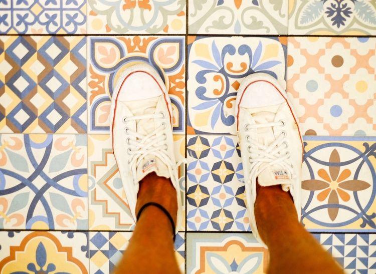 Feet Feetselfie Tiled Floor Tiles Barcelona, Spain Barcelona Chucktaylor Chucks Chuck Taylor ChuckTaylors Out Of The Box