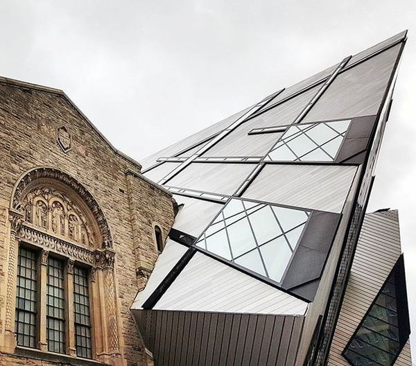 When Classic meets Modern Literally Photooftheday Beautyisinthedetails Torontophotographer Toronto Tdot  The6ix To  Rom Therom RoyalOntarioMuseum Art Architecture Building