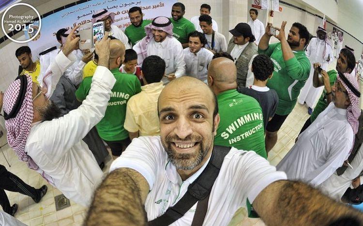 في جازان مع الامير عبدالعزيز رئيس الاتحاد العربي السعودي للسباحة كانت تغطيه جميله و الي احلى شعب جازان طيب و مبتسم جداً