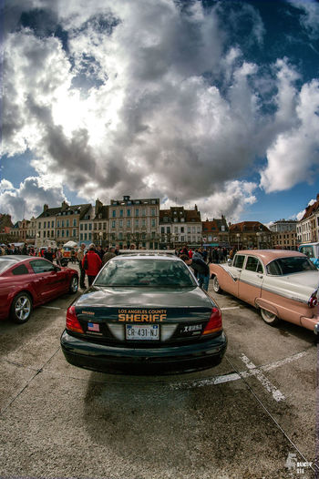 Spectacle De Rue Art Franckyfoto Streetphotography Cars Police Nuages New York St Omer