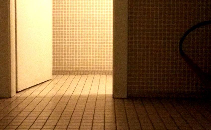 Light And Shadow Door Toilets Tiles