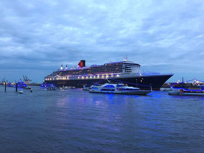 Queen Mary 2 Nautical Vessel Water Transportation Mode Of Transportation Sea Cloud - Sky Sky Travel Travel Destinations Tourism Cruise Ship