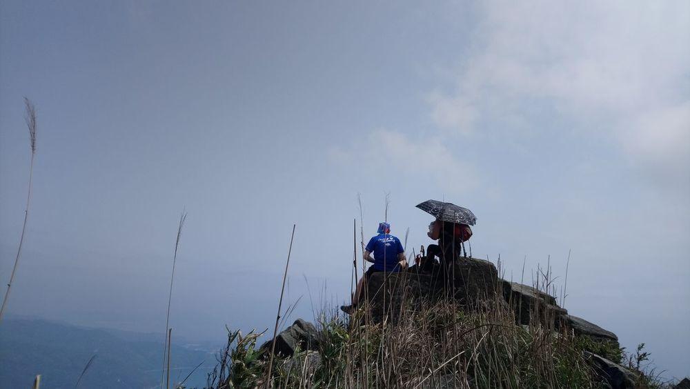 Mobilephotography Top View Mountaintop Hikingadventures #people #naturecollection #hiking #daylight #Nature  Teamwork Togetherness Sky