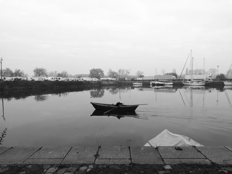 Relaxfull. FirstEyeEm Photo water Outdoors Boating Paddle Simple Beauty Calm Moments Honfleur, France Honfleur Normandy HuaweiP9 Seascape Sea Ocean Oceanlife Firsteyeemphoto FirstEyeEmPic Worldwide_shot First Eyeem Photo