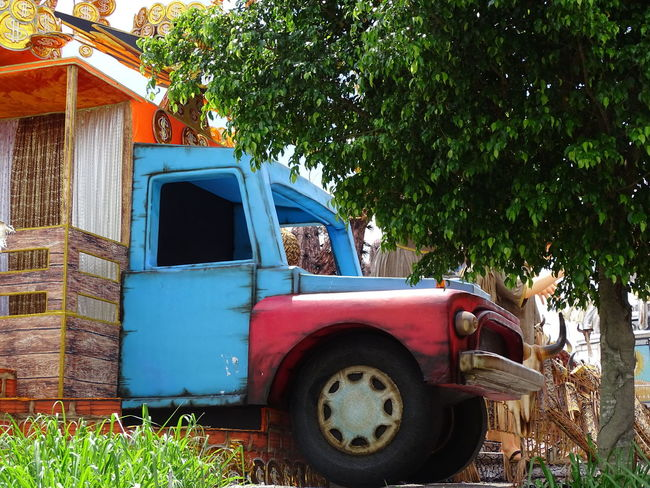 ezefer Abandoned Architecture Art Arts Culture And Entertainment ArtWork Building Exterior Built Structure Car Carnaval Carnaval2017sp Carnival Damaged Day Growth Land Vehicle Mode Of Transport No People Obsolete Old-fashioned Outdoors Pick-up Truck Sky Transportation Tree