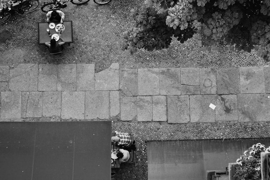 Berlin Day Gehweg Kastanienallee  KNEIPE Lifestyles Outdoors Prenzlauer Berg S/w Street Trzoska