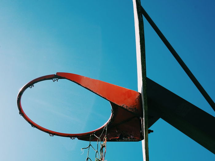 The Color Of Sport Abandoned Rusty Old Sky Blue Sky Damaged Basketball Basket Nett Abandoned Places Basketball Pictures Basketball Life Sport