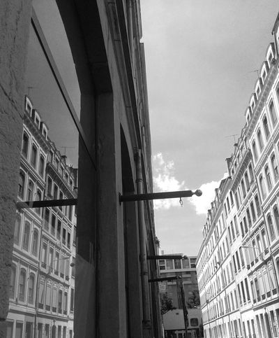 Miror - Miror Miroir Relaxing Taking Photos Check This Out Enjoy Photo B&w Blanc Noir Architecture Architectural Street Streetphoto_bw Lyon EyeEm Gallery EyeEm Best Shots