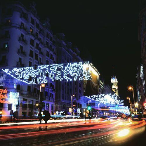 Atrapado... Igersmadrid Rx100mkii Citylights Madridnavidad lighttrails hepilladoaunohaciendolomismo estaenelcentro xmaslights quefrio