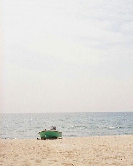 Portra800 Sea Olympuspeneed ボード Film Filmphotography Filmcamera 砂浜 オリンパスペンEED フィルム写真普及委員会 フィルム写真 フィルムに恋してる Kodak フィルム ふぃるむカメラ フィルム部 ハーフサイズカメラ 写真好きな人と繋がりたい ファインダー越しの私の世界 カメラ好きな人と繋がりたい カメラ日和 お写んぽ コダック ポートラ800 Halfsizecamera オリンパスPENEED beach boat