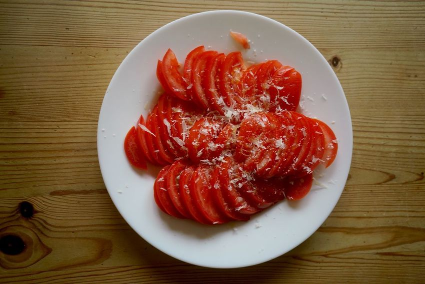 Tomato salad with parmesan Healthy Cheese Ketogenic Diet Ketogenic Keto Diet Keto Italian Food Germany Italy Home Food Real Food Tomato Salad To,ato Salad Salad Food Food And Drink Food Freshness Table Plate Red Directly Above Wood - Material No People Healthy Eating High Angle View Wellbeing Serving Size Tomato SLICE