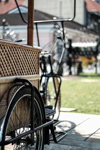 Bicycle Transportation Mode Of Transport Day Wheel Outdoors No People Old-fashioned Land Vehicle Differing Abilities Close-up City Beauty In Nature Nature Built Structure Travel Destinations Focus On Foreground View Philippines Photography Photooftheday Photo Kalesa Nature Photography Green Color